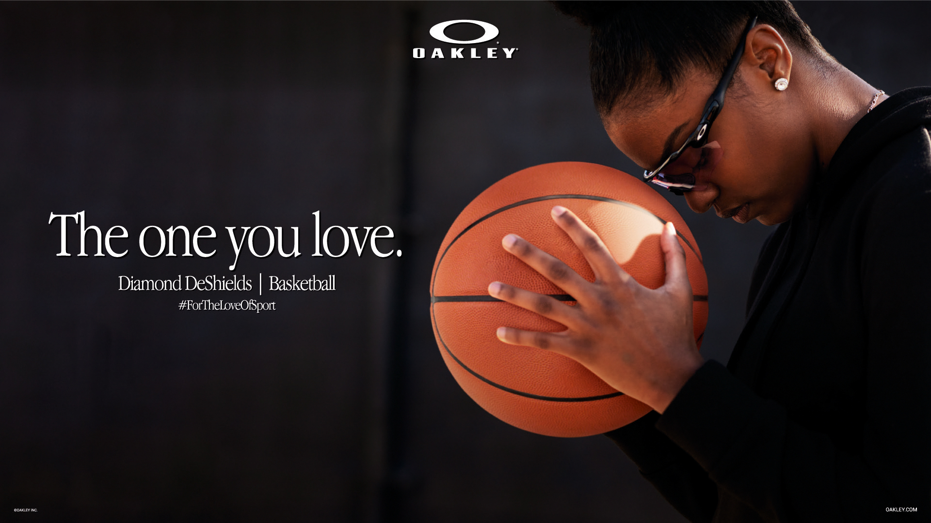 Woman with a basketball ball and an Oakley sunglasses