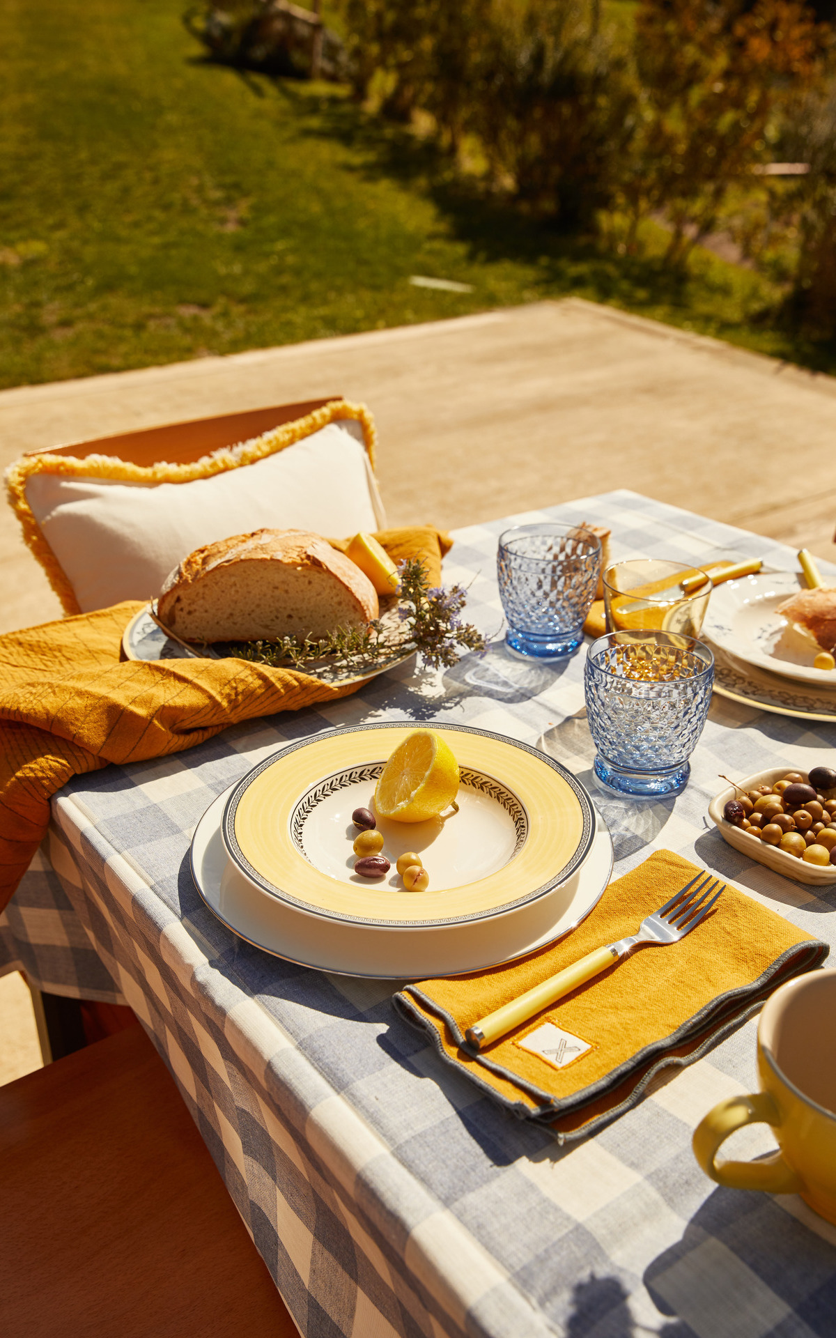 picnic yellow and blue table