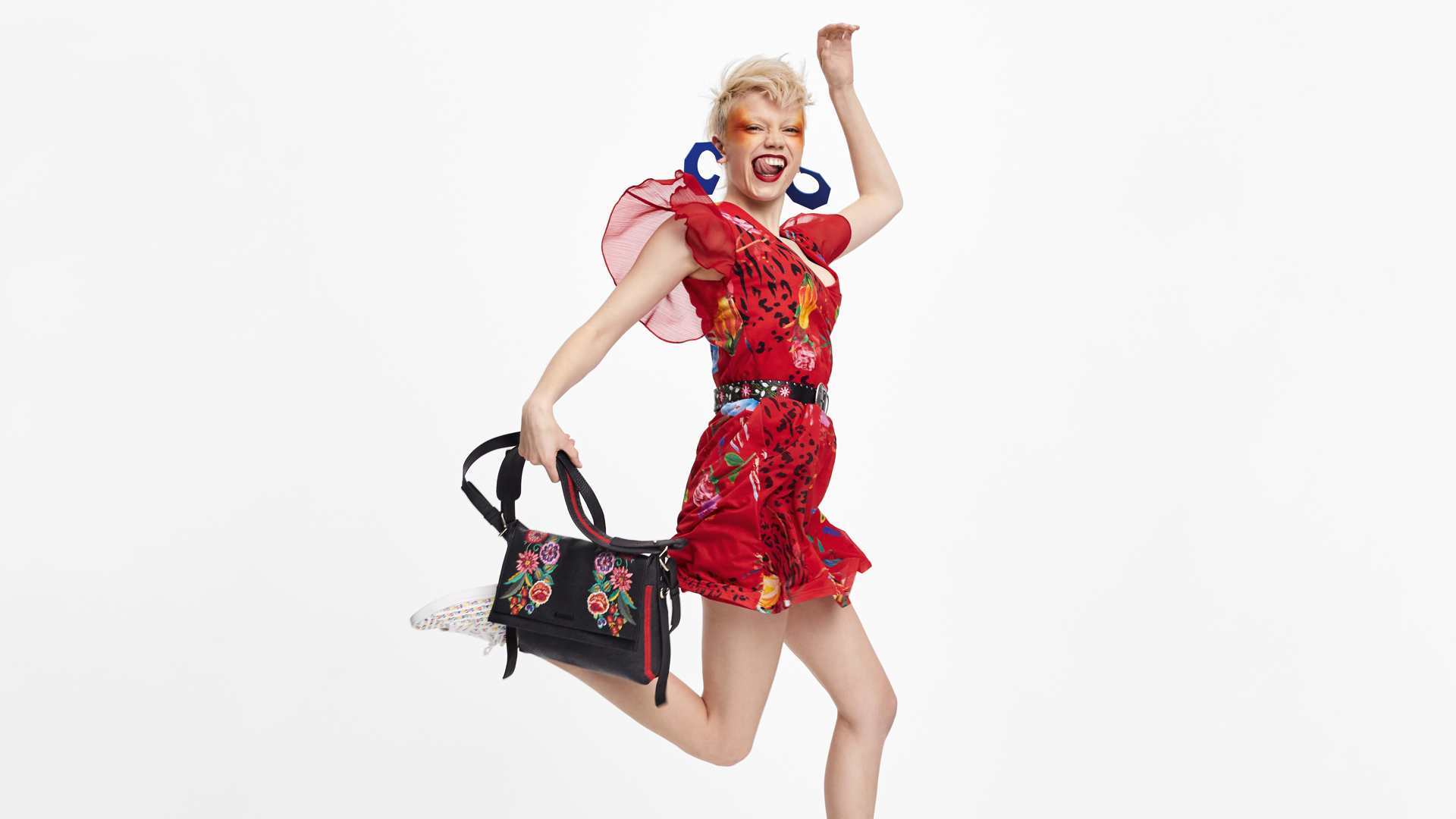 Girl dressed on Desigual inside a picture