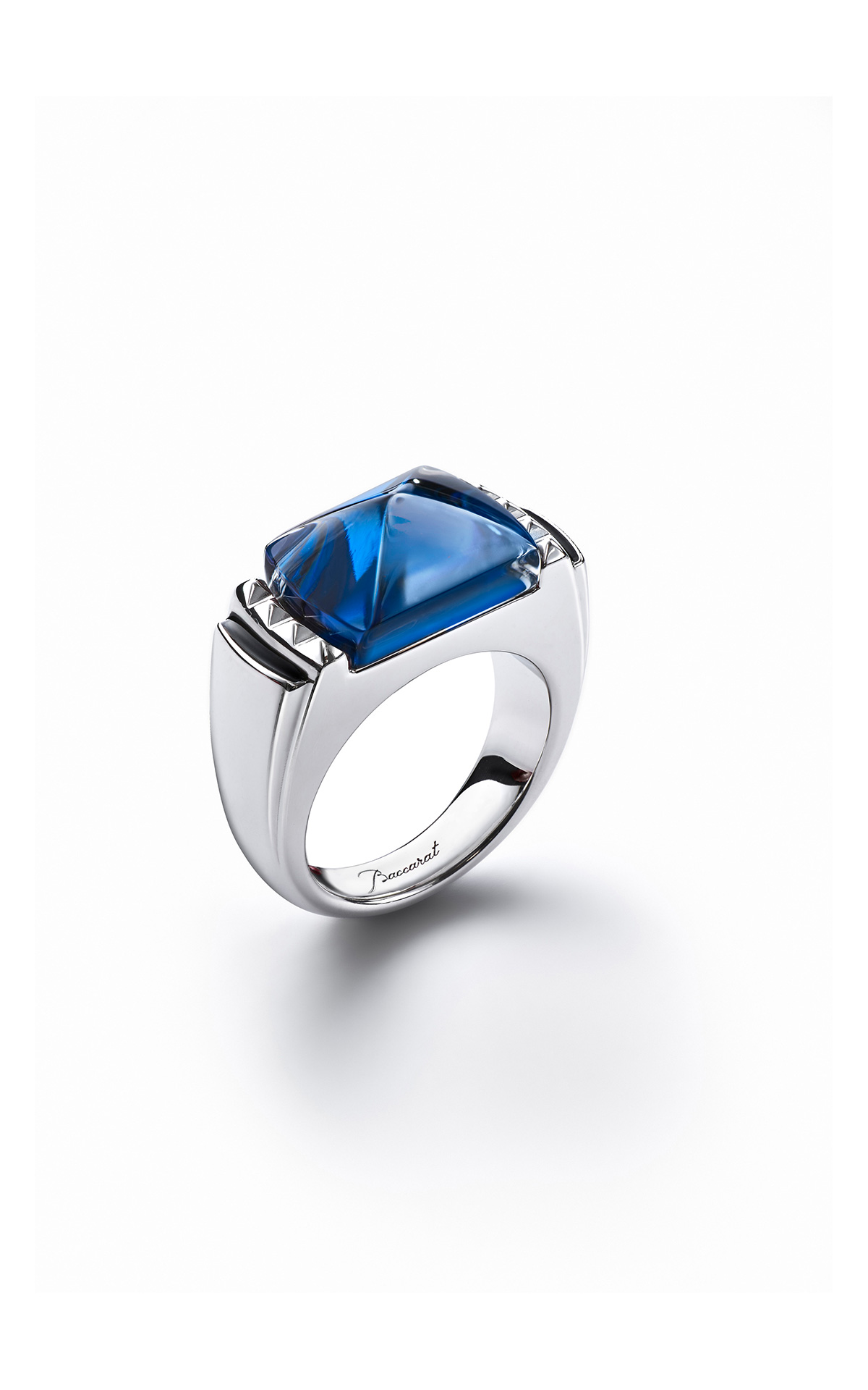 Baccarat Blue Louxor crystal ring | La Vallée Village