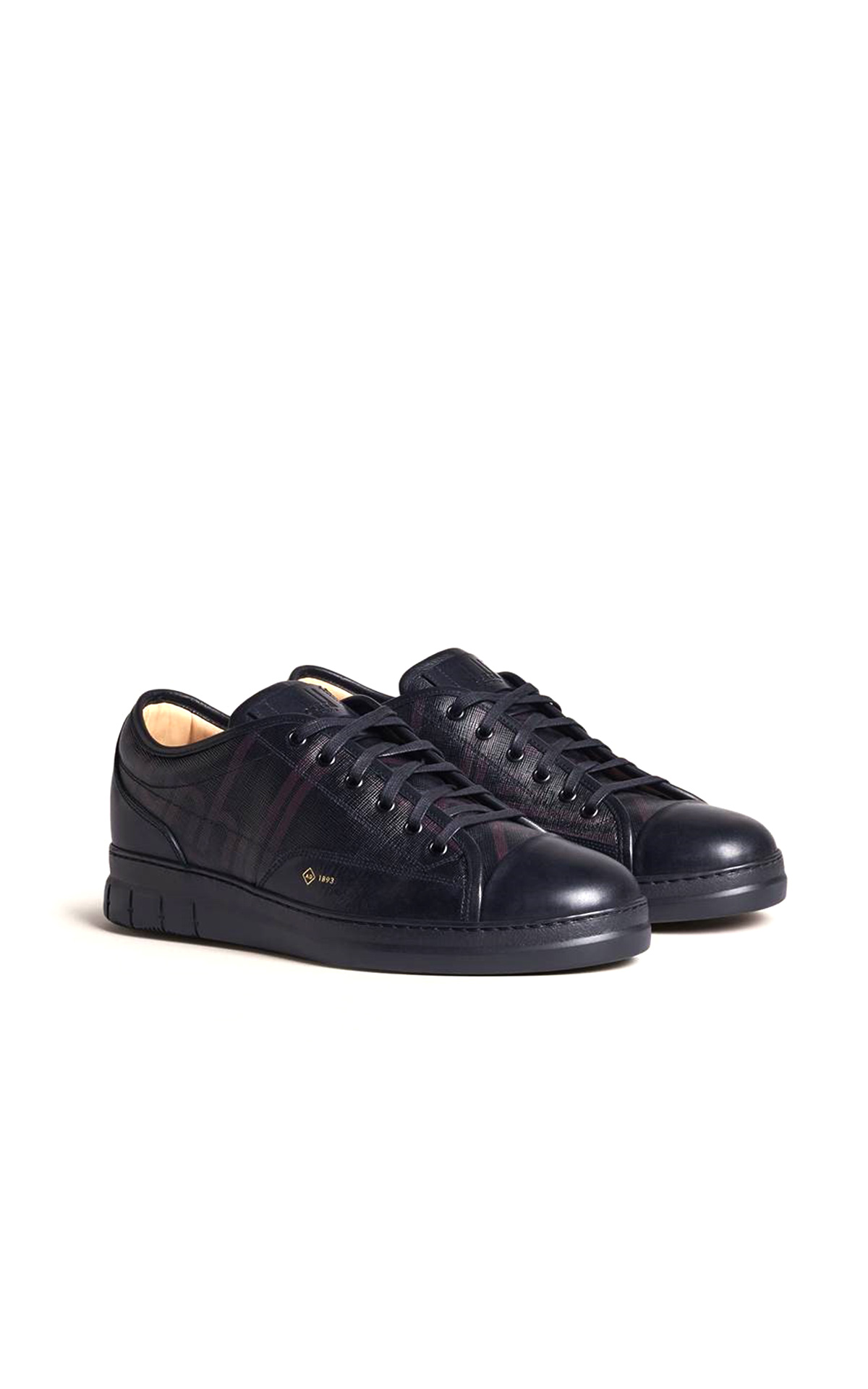 La Vallée Village dunhill sneakers