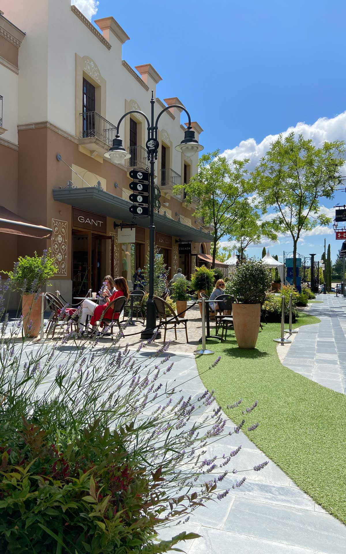Starbucks terrace Las Rozas Village