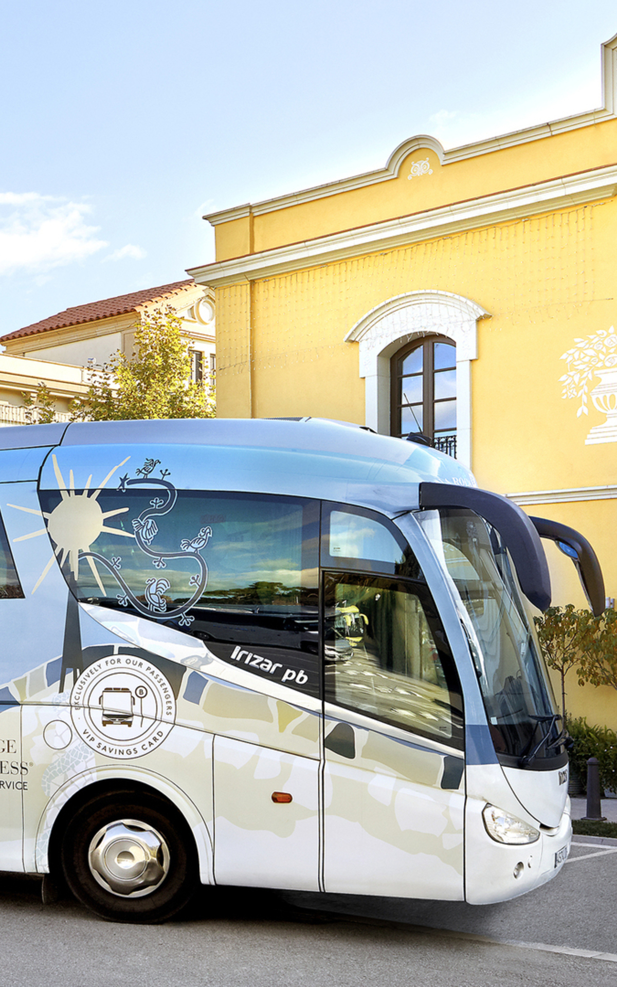 Shopping Express coach La Roca Village